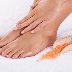 Himalayan-salt-and-mint-foot-scrub